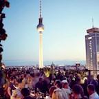 House of Weekend Berlin Heartbreaks & Promises. 90s R&b & Pop Songs. Rooftop+club