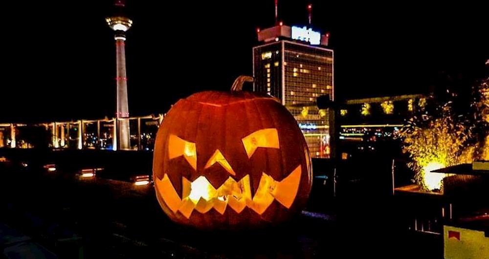 Club Weekend Berlin Halloween House Of Weekend. Rooftop+Club. House Party