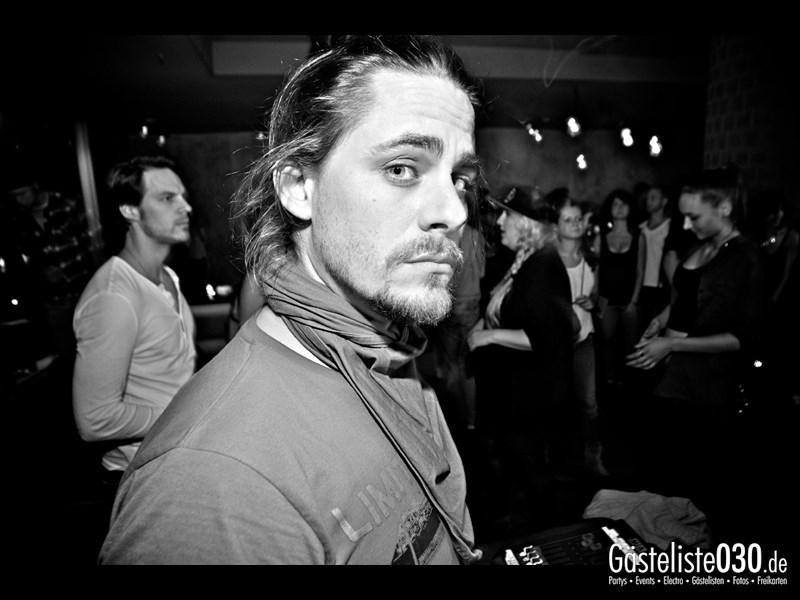 https://www.gaesteliste030.de/Partyfoto #81 Asphalt Berlin vom 03.10.2013