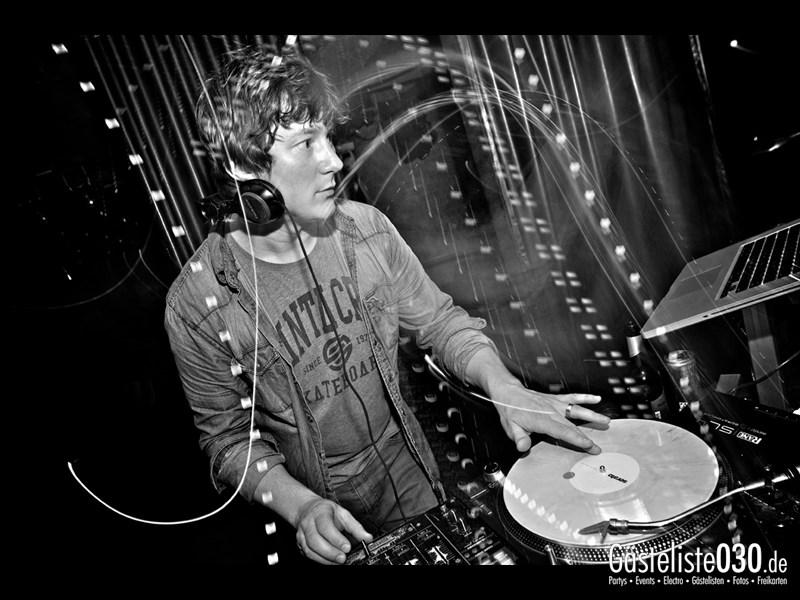 https://www.gaesteliste030.de/Partyfoto #2 Asphalt Berlin vom 11.10.2013