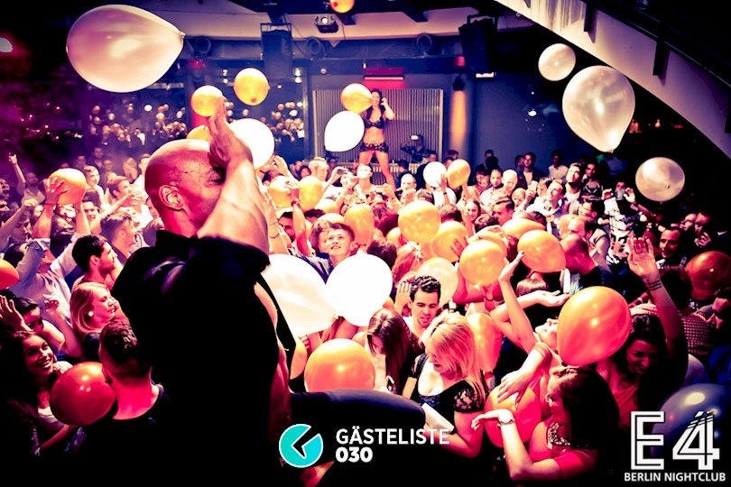 Beliebtes Partyfoto #8 aus dem E4 Club Berlin