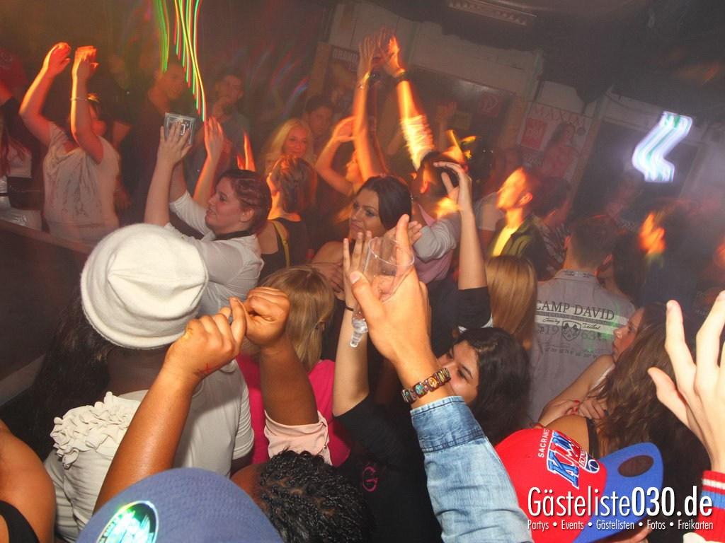 Partyfoto #50 Q-Dorf 18.10.2012 World Tour - We Love Tourists