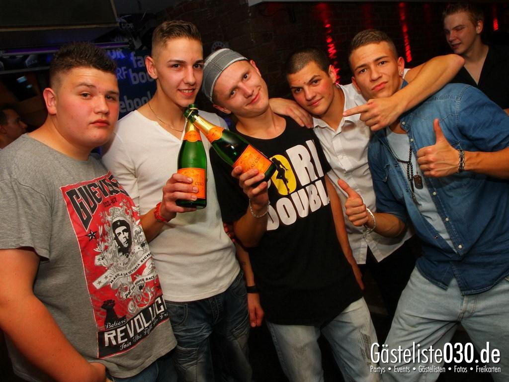 Partyfoto #75 Q-Dorf 28.09.2012 Super Heros