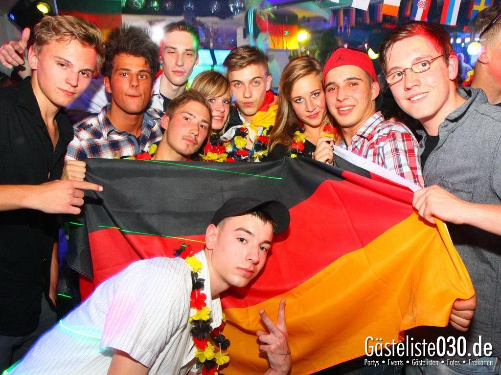 Partyfoto #48 Q-Dorf 08.06.2012 Pink!
