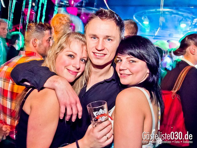 https://www.gaesteliste030.de/Partyfoto #38 Maxxim Berlin vom 10.12.2011