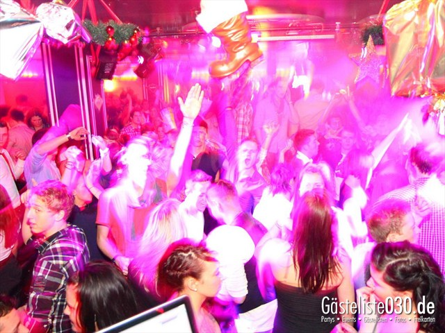 https://www.gaesteliste030.de/Partyfoto #135 Maxxim Berlin vom 29.12.2011