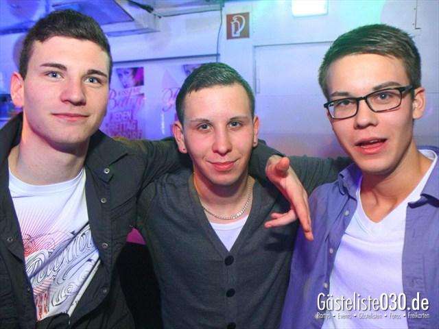 https://www.gaesteliste030.de/Partyfoto #237 Q-Dorf Berlin vom 17.12.2011