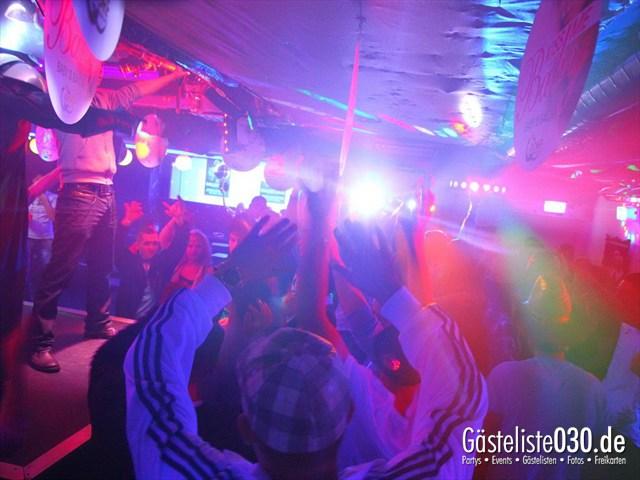 https://www.gaesteliste030.de/Partyfoto #167 Q-Dorf Berlin vom 16.12.2011