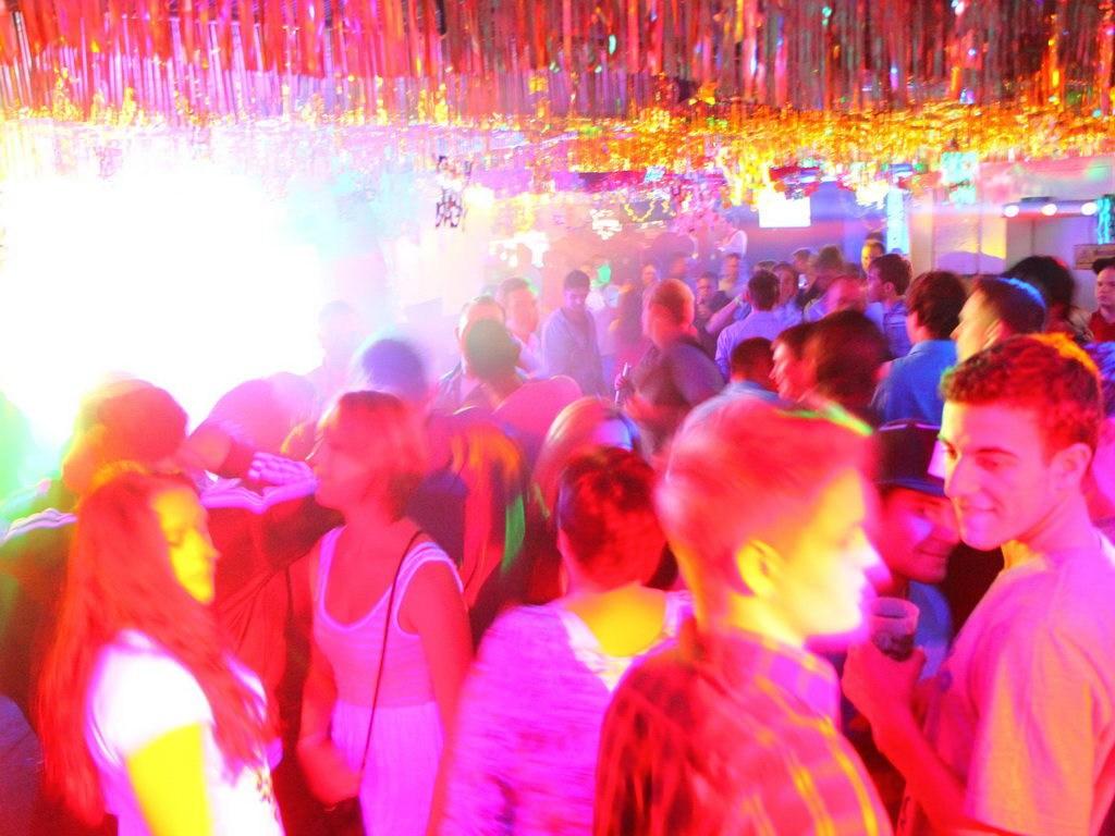 Partyfoto #49 Q-Dorf 30.12.2011 BABY
